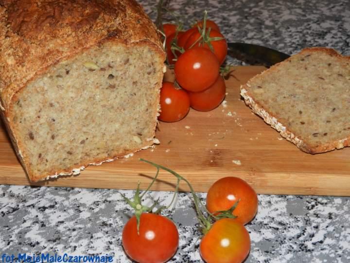 Błyskawiczny chleb orkiszowy z ziarnami