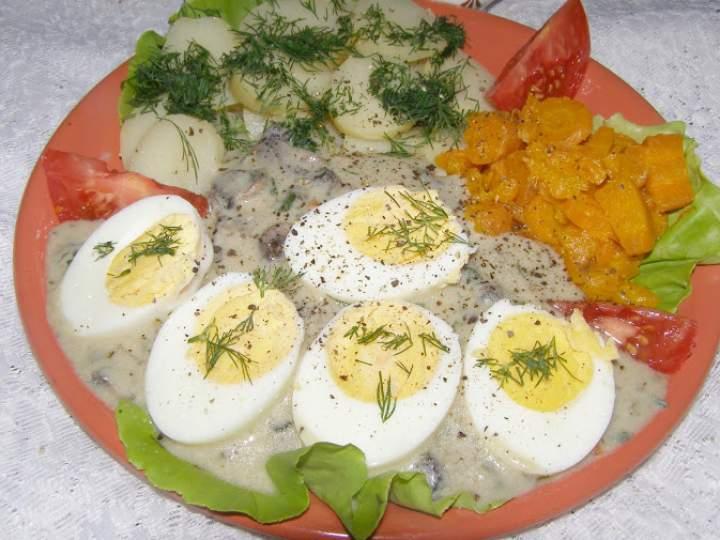 sos pieczarkowy z jajkami na obiad…