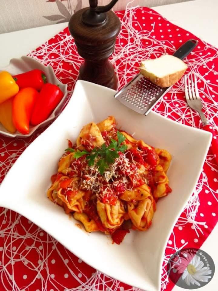 Tortellini / uszka z sosem warzywno – pomidorowym