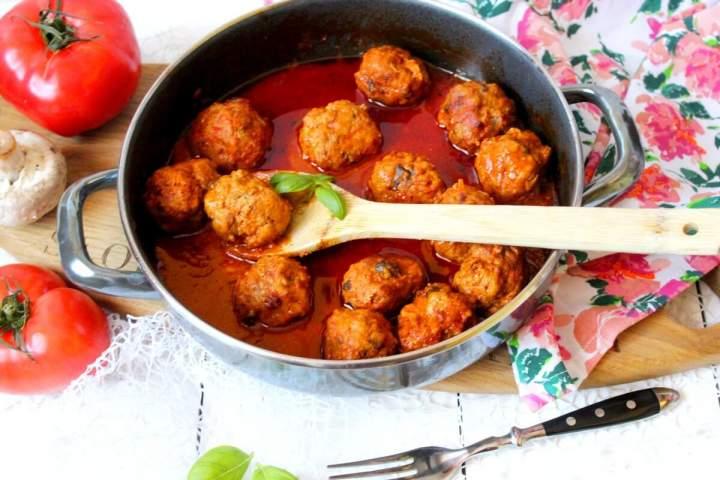 Pulpeciki z pieczarkami w sosie pomidorowym