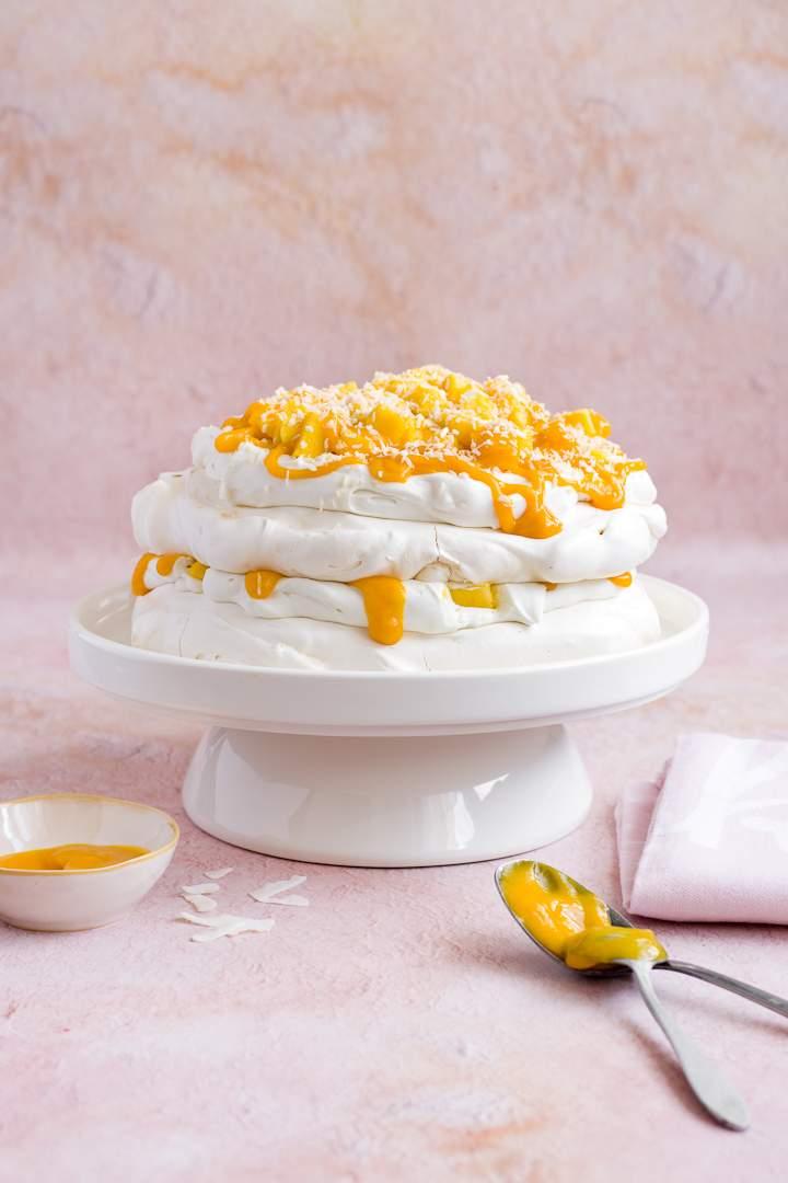 Tort bezowy z mango i kokosem