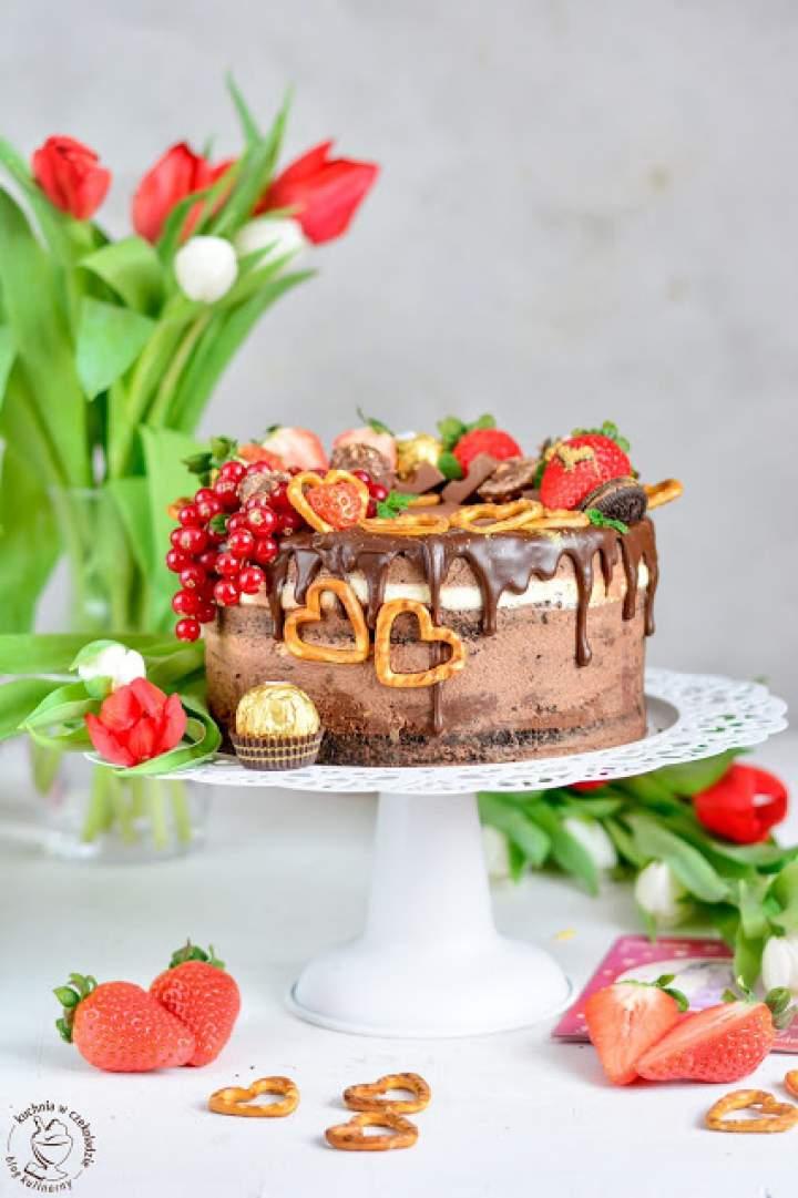 Tort pralinowy z owocami