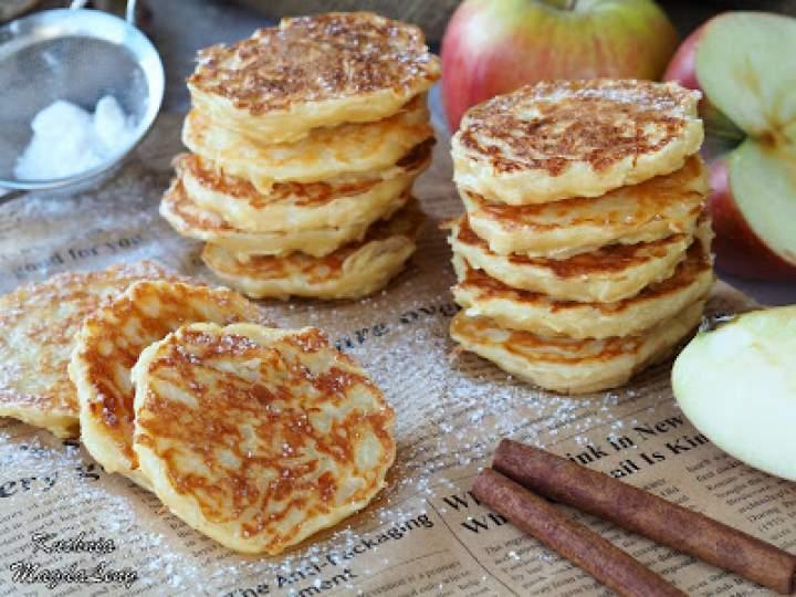 Jogurtowe racuchy z jabłkami