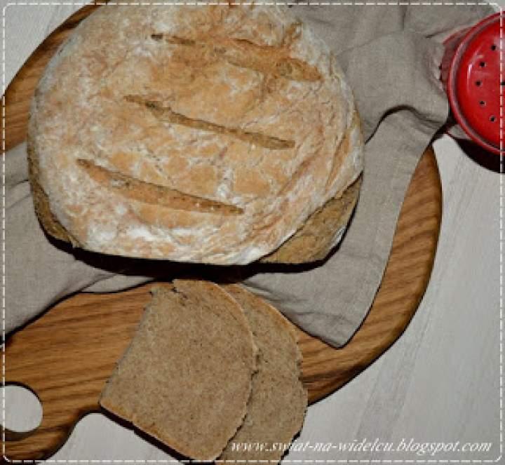 Chleb pszenny z pełnym ziarnem