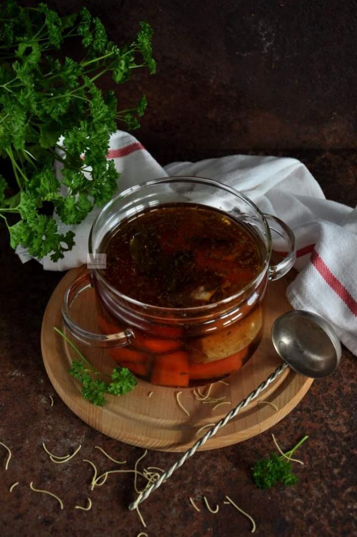 Rosół/bulion wegański z pieczonych warzyw