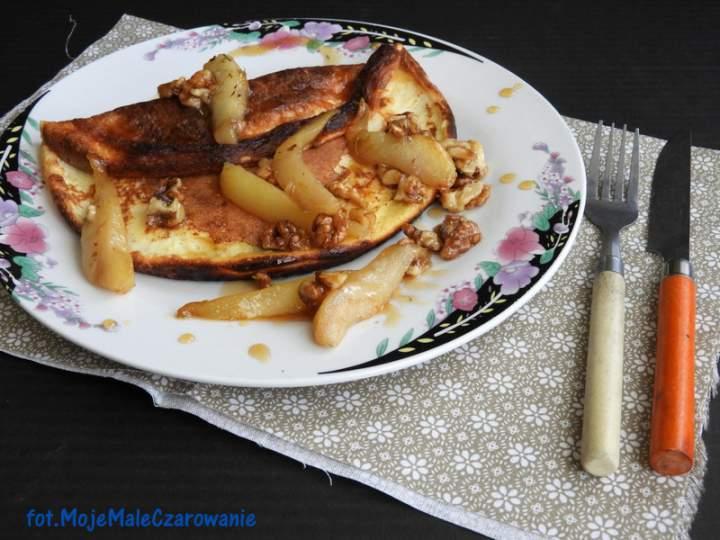 Omlet na maślance z karmelizowanymi gruszkami i orzechami włoskimi