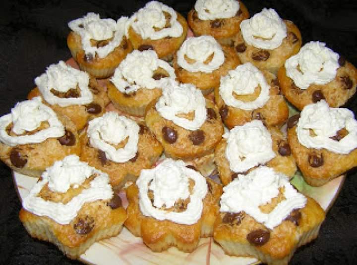 smaczne limonkowe muffinki z bitą śmietaną kokosową…