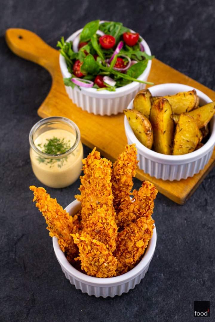 Paluszki z kurczaka w panierce z płatków kukurydzianych
