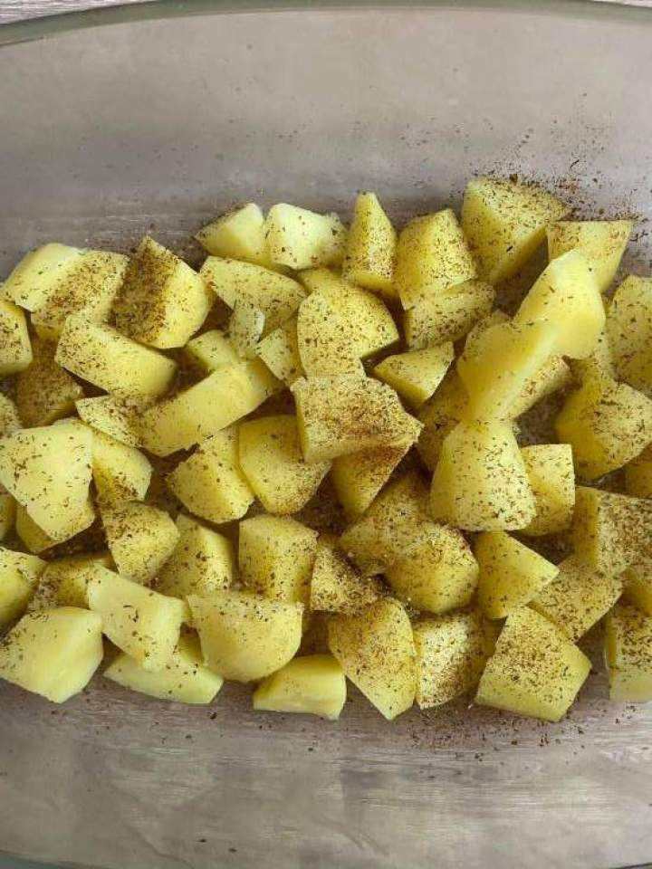Zapiekanka ziemniaczana z białą kiełbasą