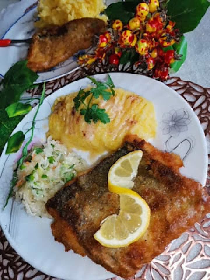 Ryba Miruna w jajku i bułce smażona