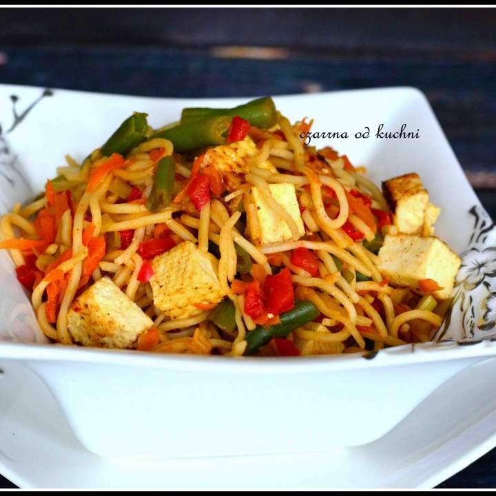 Chow mein z tofu