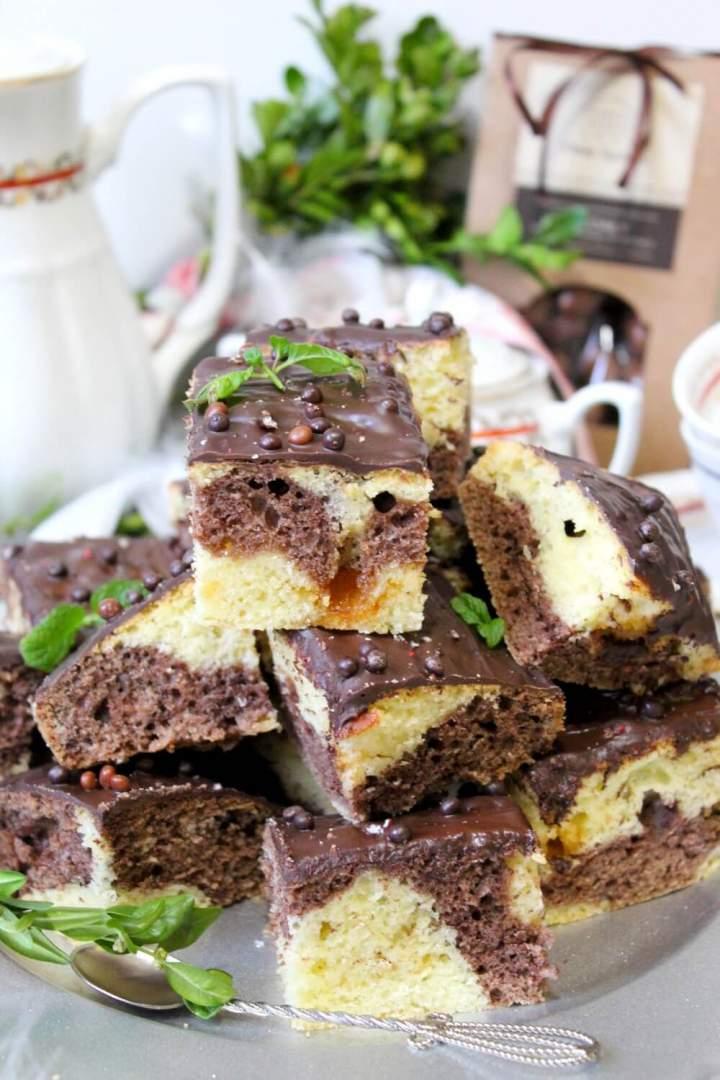 Łaciate ciasto z krówką i cynamonem