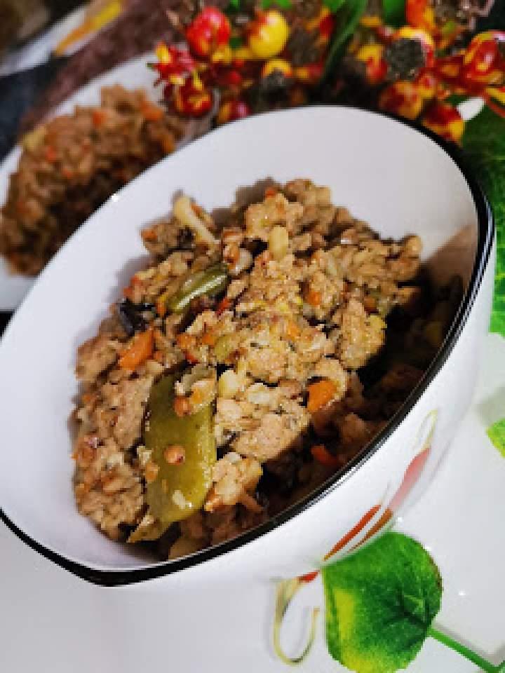 Potrawka z mięsem mielonym, warzywami oraz kaszą gryczaną