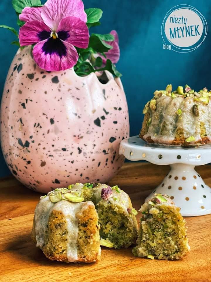 Wielkanocne mini babeczki pistacjowe