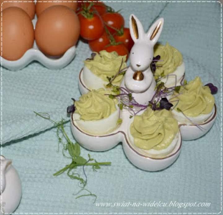 Nadziewane jajka z avocado