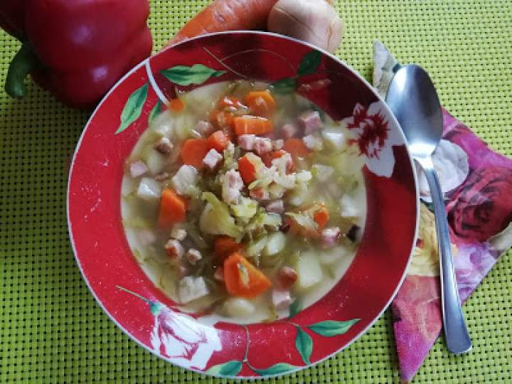 Zupa ogórkowa z boczkiem i kiełbasą