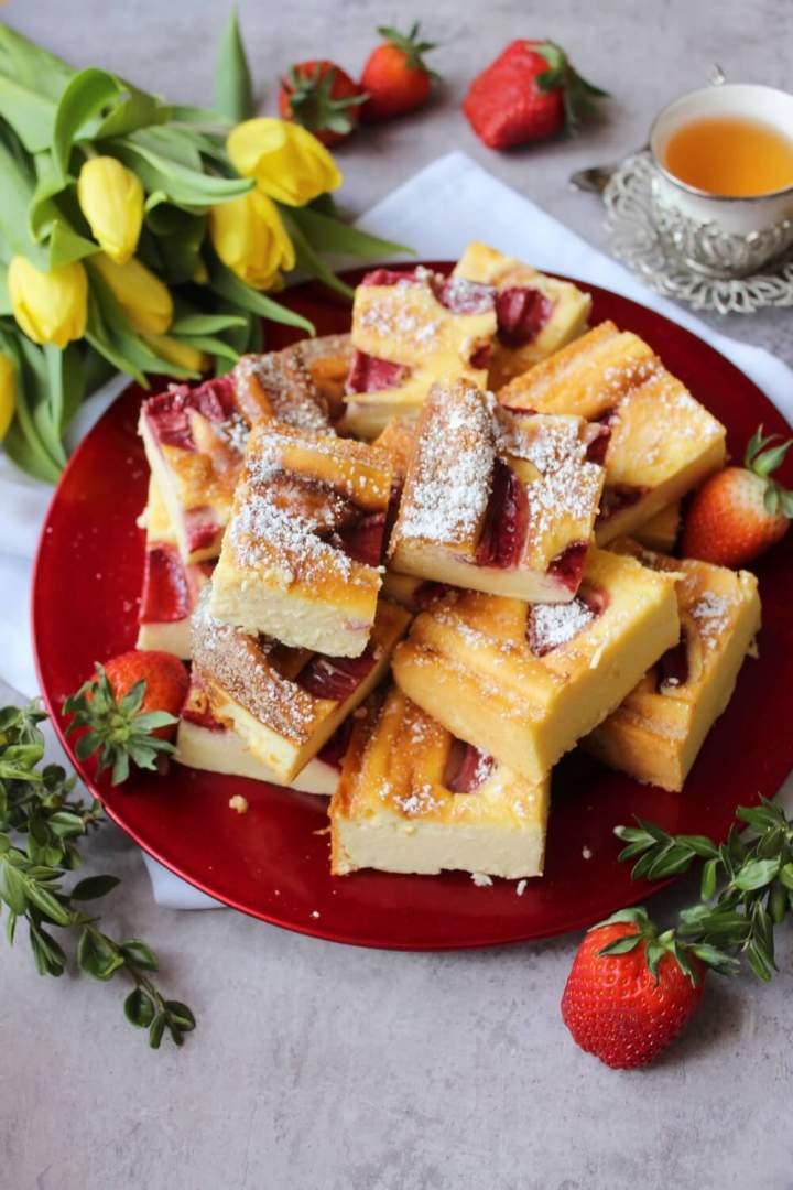 Sernik z truskawkami (bez spodu)