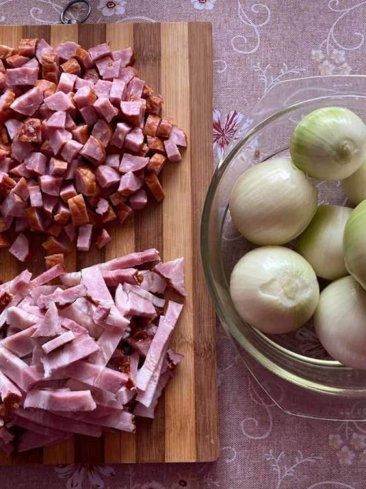 Duszona cebulka z mięsem