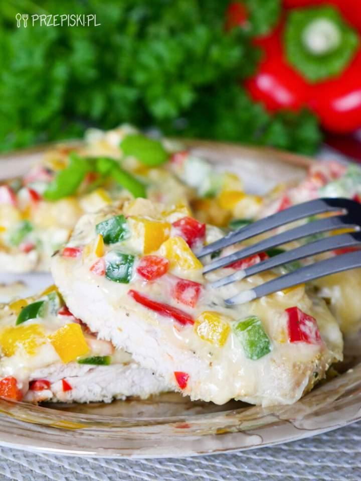 Filet z Kurczaka Pod Paprykową Pierzynką