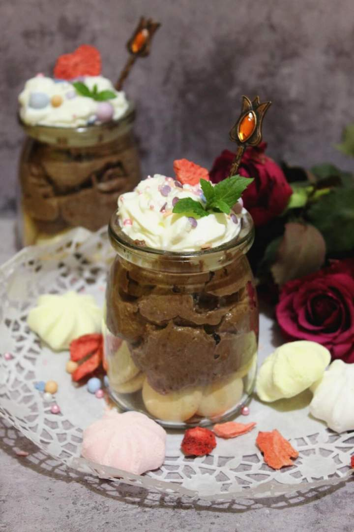 Mini czekoladowe serniczki – deser bez pieczenia