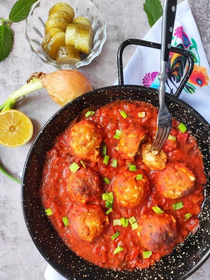 Kotleciki jajeczne w sosie pomidorowym