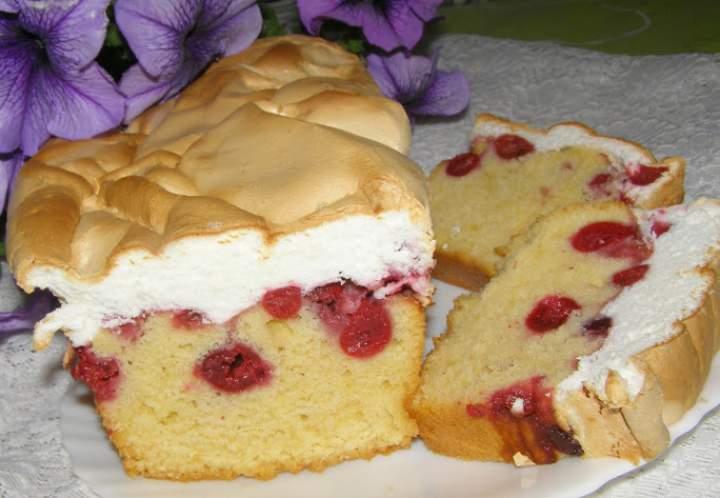 ciasto z wiśniami i pianką bezową…