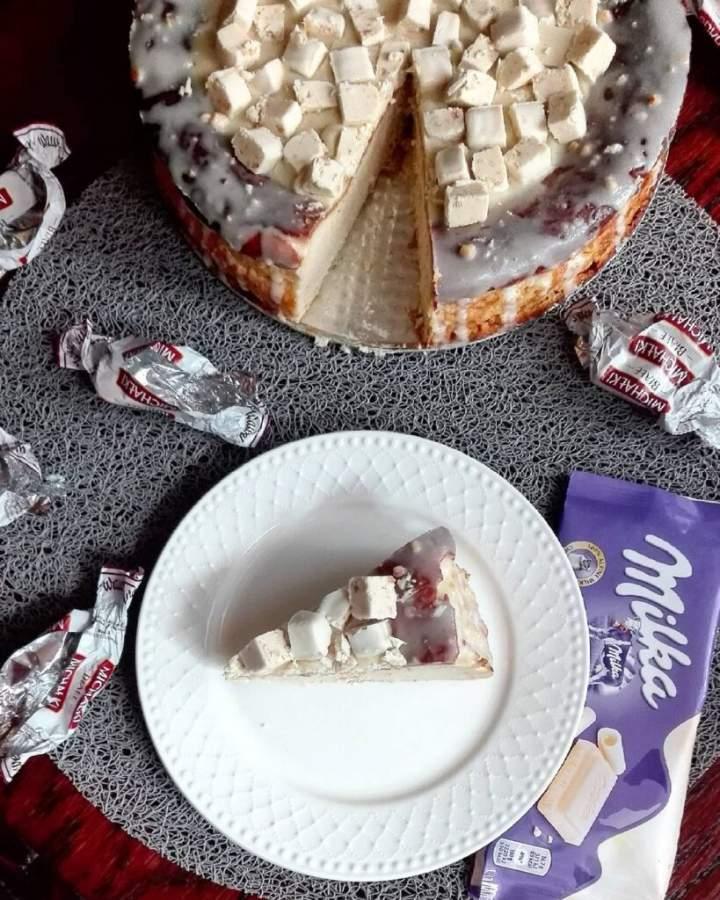 Sernik z michałkami i białą czekoladą
