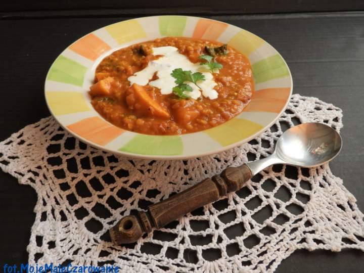 Zupa z soczewicy, z batatem i jarmużem