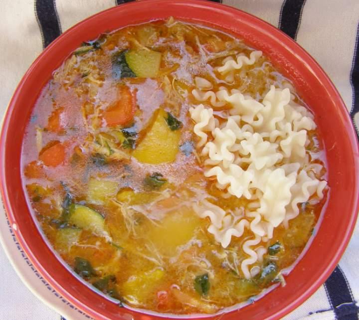 pyszna zupa gulaszowa z kurczaka…