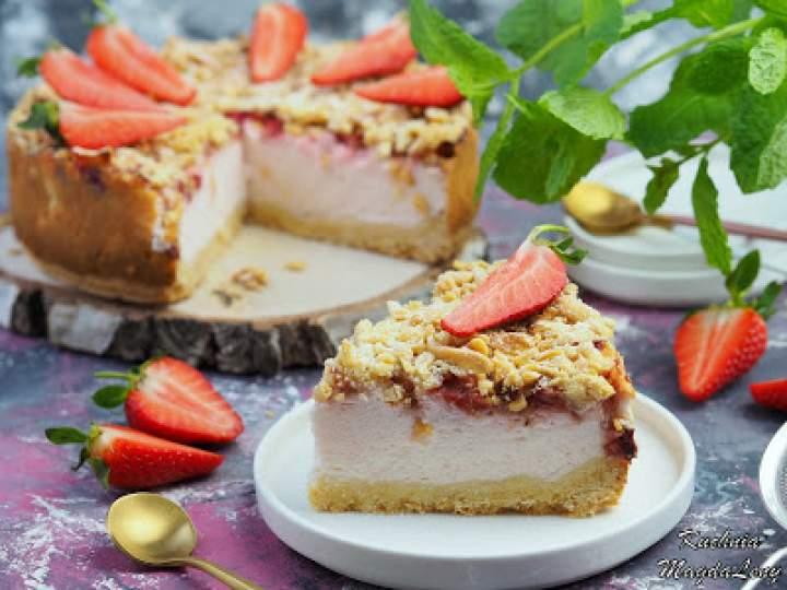 Sernik z jogurtów naturalnych – styropian z truskawkami