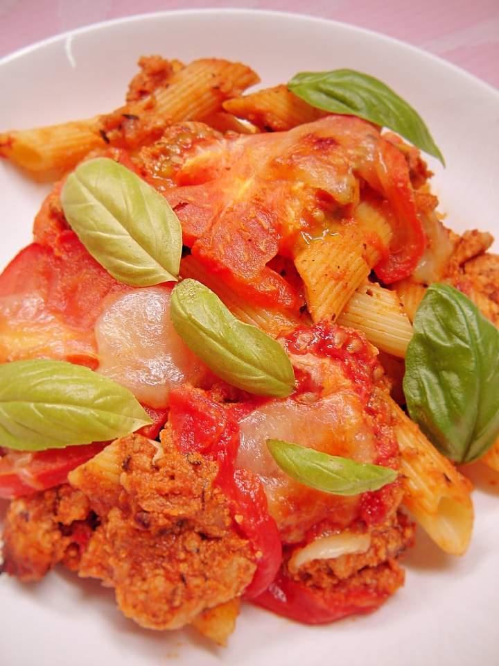 Zapiekanka makaronowa z mięsem mielonym i pomidorami