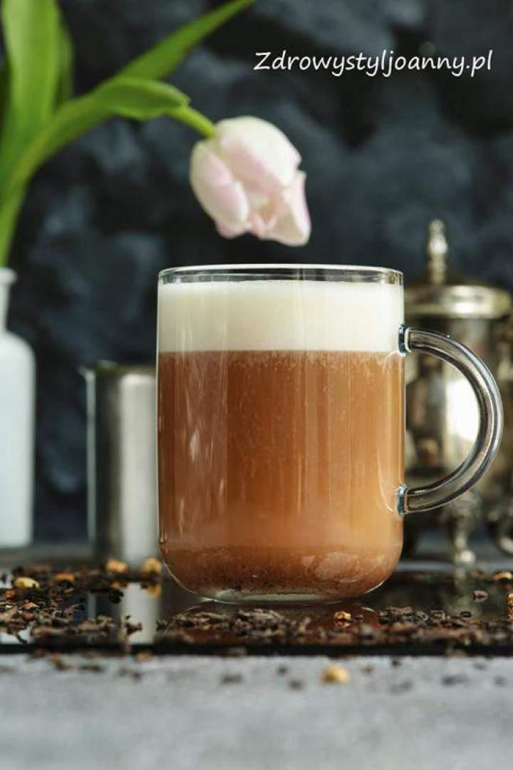 Latte z czerwonej herbaty.
