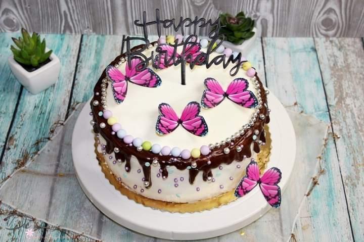 Prosty tort Drip Cake z motylkami
