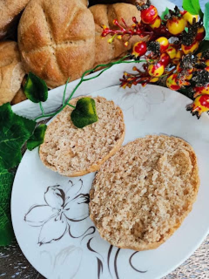Bułki z mąki pełnoziarnistej pszennej