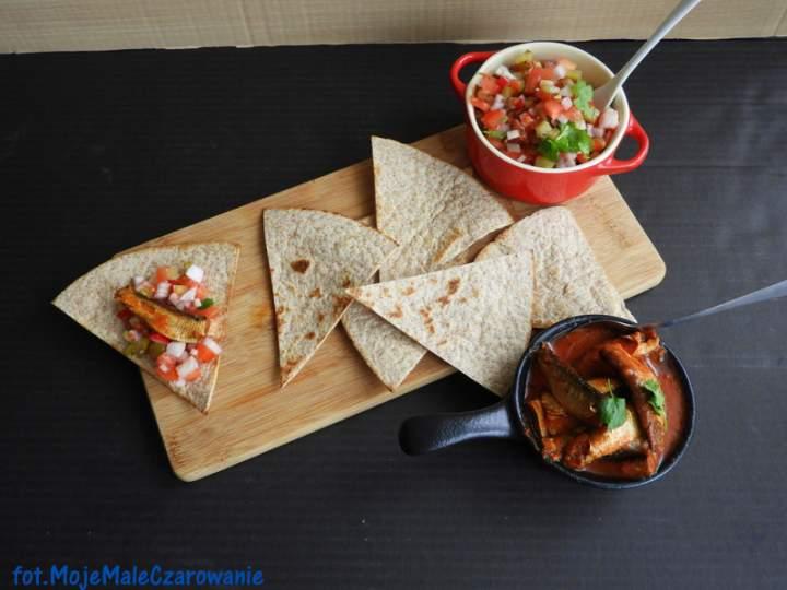 Tacos z salsą i szprotkami
