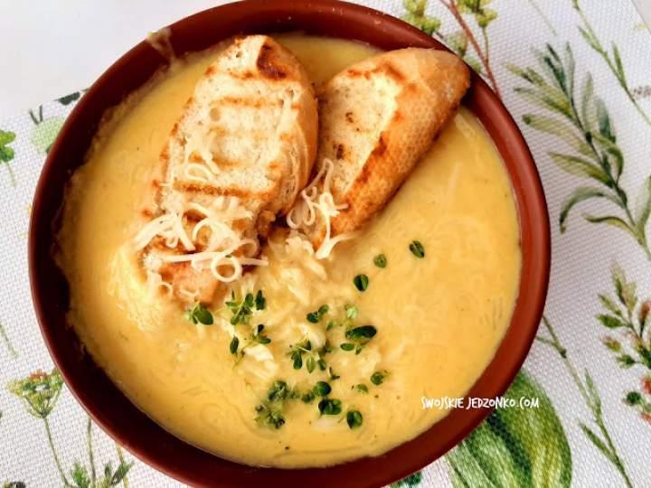Zupa serowo – cebulowa