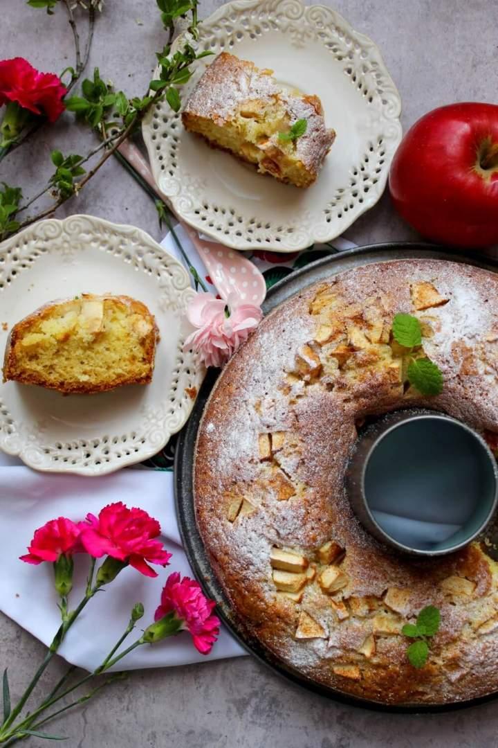 Szybkie ciasto na maślance z kawałkami jabłek i cynamonem