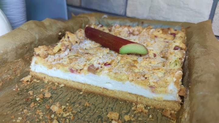 Kruche ciasto z pianką i rabarbarem – Najlepszy przepis