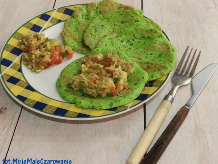 Zielone jaglano – rukolowe naleśniki z salsą z awokado