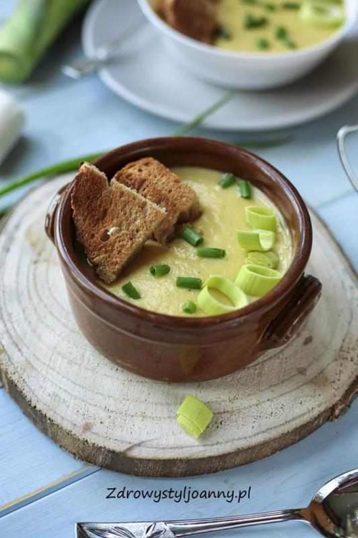 Zupa porowa z ziemniakami.