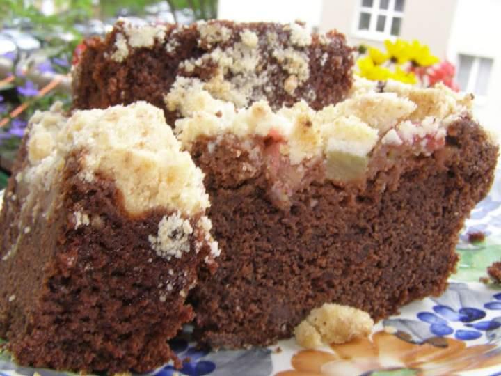 szybkie, smaczne kakaowe ciasto ucierane z rabarbarem…