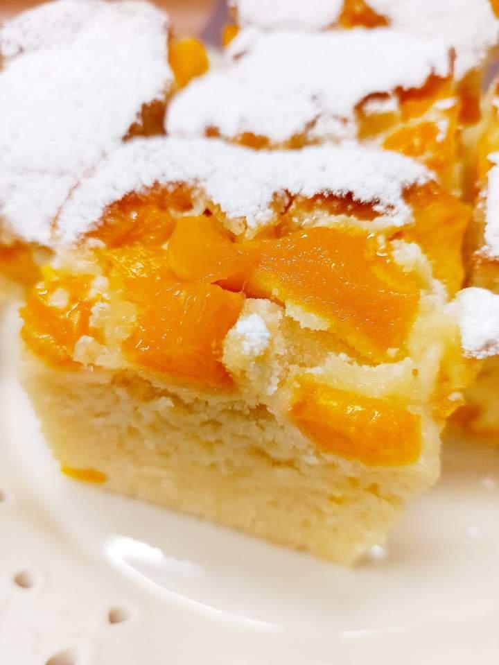 Ciasto ucierane na kefirze z brzoskwiniami