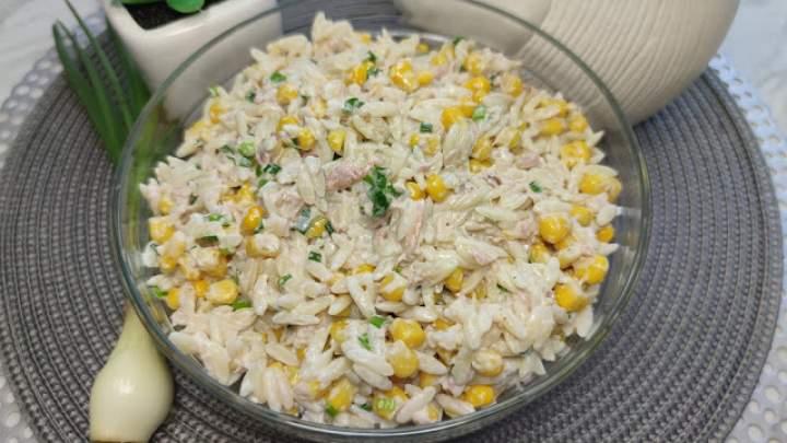 Pyszna sałatka z tuńczykiem – potrzebujesz tylko kilku składników