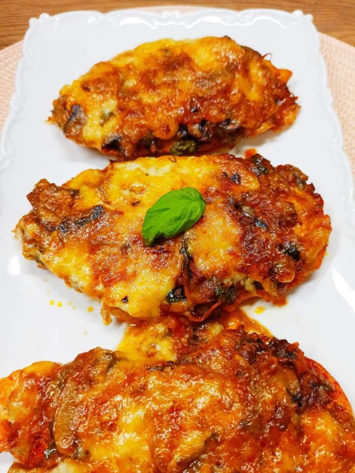 Piersi z kurczaka pod serowo-majonezową pierzynką