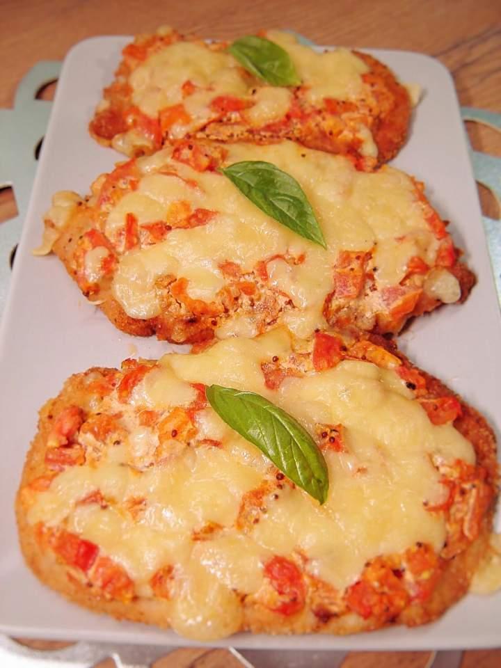 Kotlety drobiowe z serem i pomidorami