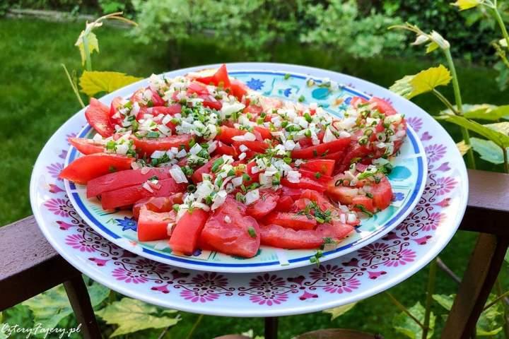 Surówka z pomidorów i cebuli