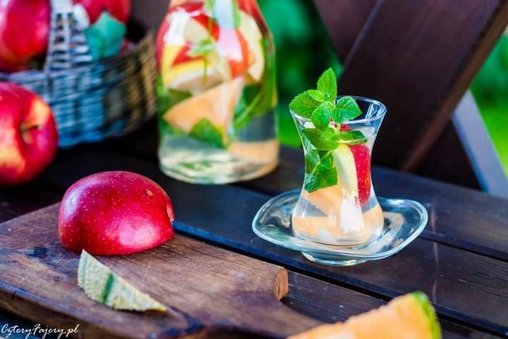 Lemoniada z octem jabłkowym i miodem