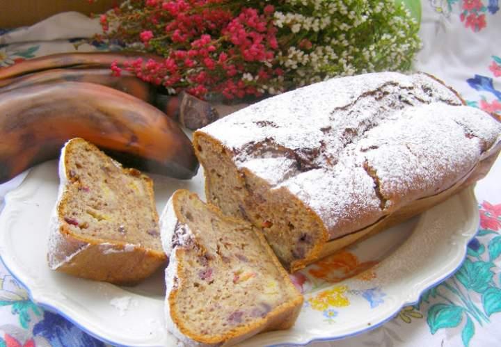 pyszne ucierane ciasto  z brązowych bananów,śliwkami…