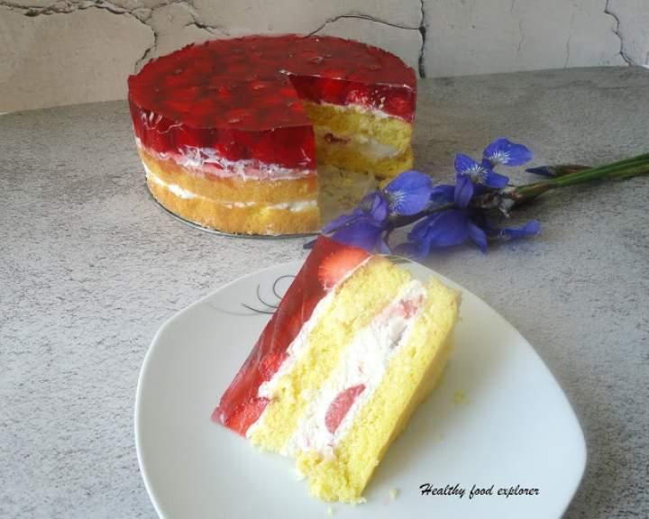 Tort z truskawkami i galaretką