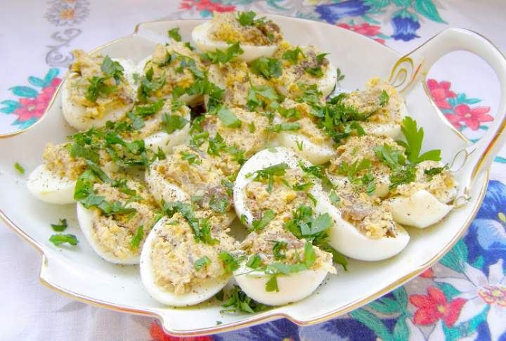 jajka nadziewane pieczarkami…